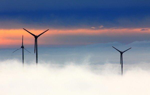 windrader-wind-power-fichtelberg-wind-park-fog (1)